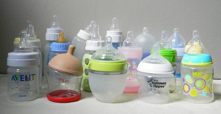 Nhiều mẹ gặp khó khăn khi lựa chọn bình sữa cho con vì có quá nhiều loại