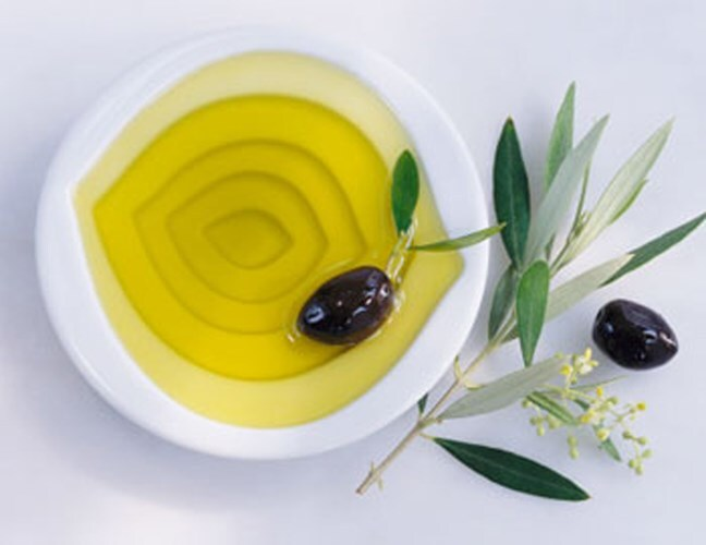 dầu olive trị thâm mụn