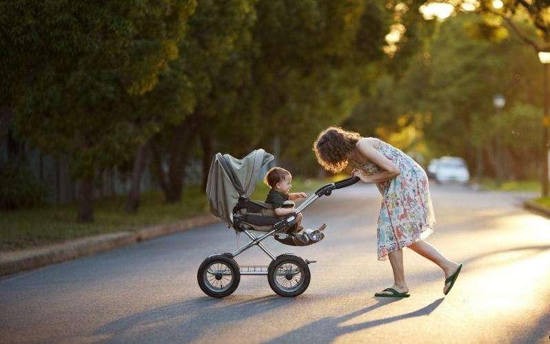 xe đẩy em bé mùa hè