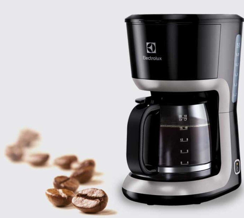 Đánh giá máy pha cà phê Electrolux ECM3505 dựa trên thiết kế sang trọng và tinh tế