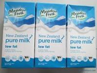 Sữa tươi tiệt trùng ít béo Meadow Fresh lốc 3 hộp x 250ml