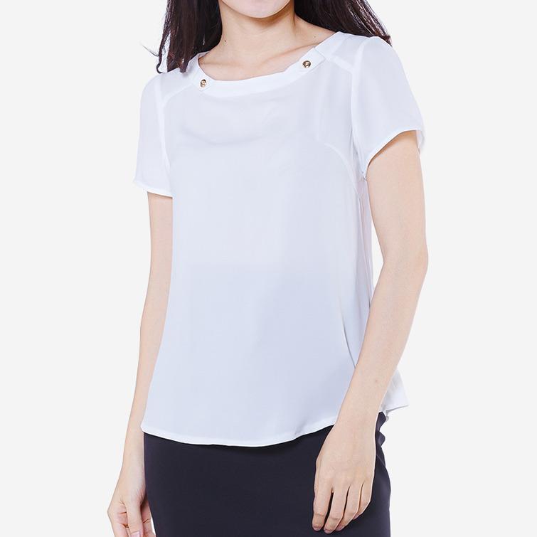 Áo kiểu cổ đính khuy màu trắng The One Fashion ADB1473TR1