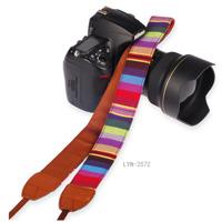 Dây đeo máy ảnh họa tiết thỏ cẩm Lynca LYN-257Z