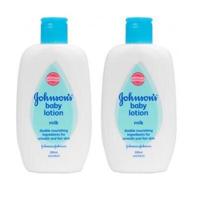 Bộ 2 chai sữa tắm dưỡng ẩm Johnson & Johnson - 200ml