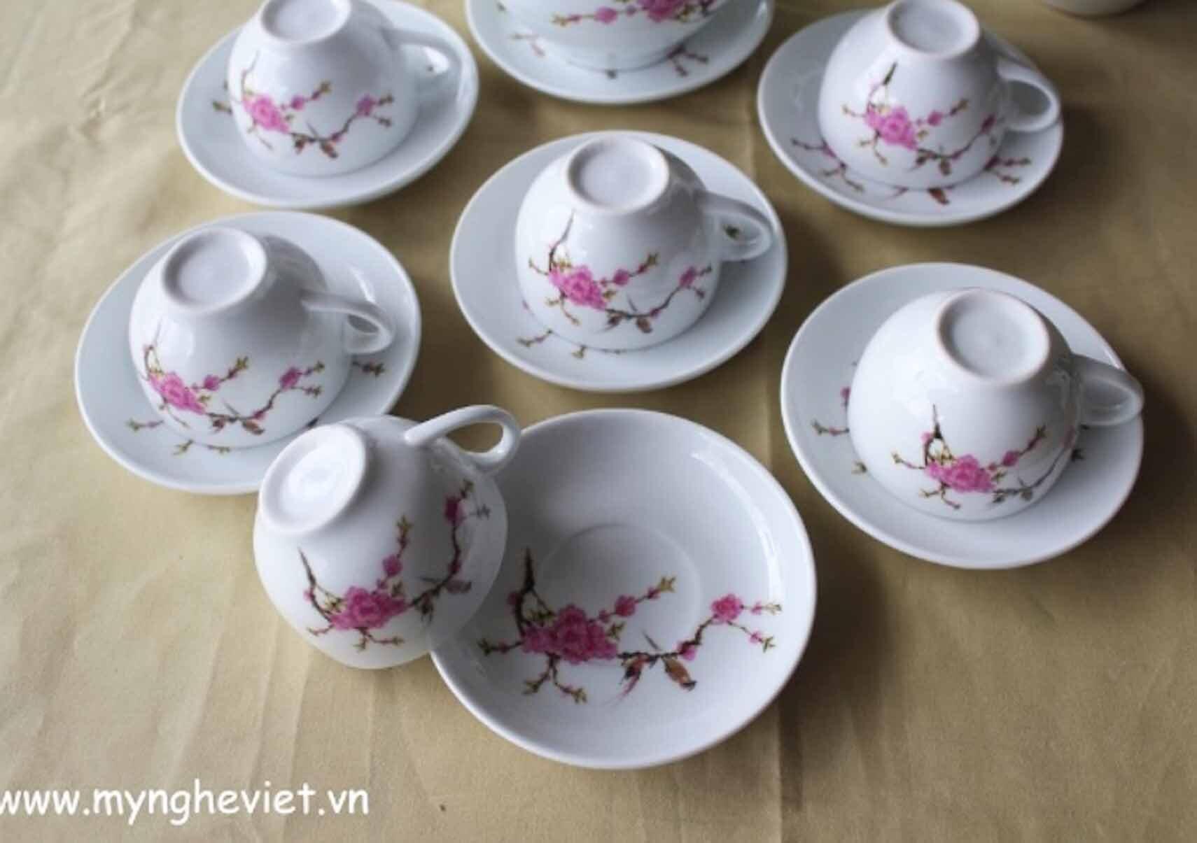 Bộ bình trà men trắng vẽ hoa đào MNV-TS004