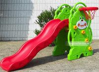 Cầu trượt cho bé hình gấu và đồ chơi bóng rổ HVS-701