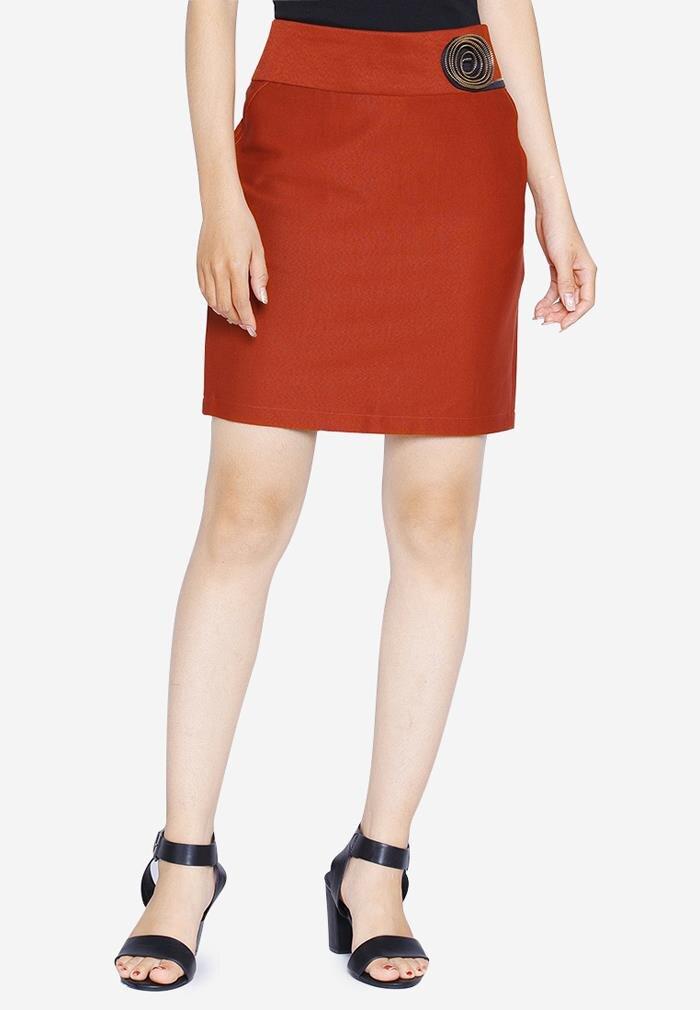 Chân váy ôm cạp đính hoa The One Fashion VDS1401DM1
