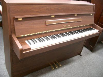 Đàn Piano Yamaha MC101