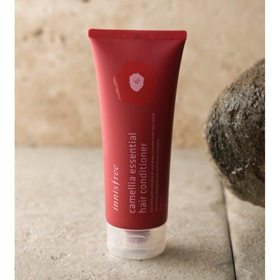 Dầu xả dưỡng tóc chiết xuất hoa sơn trà Innisfree Camellia Essential Hair Conditioner