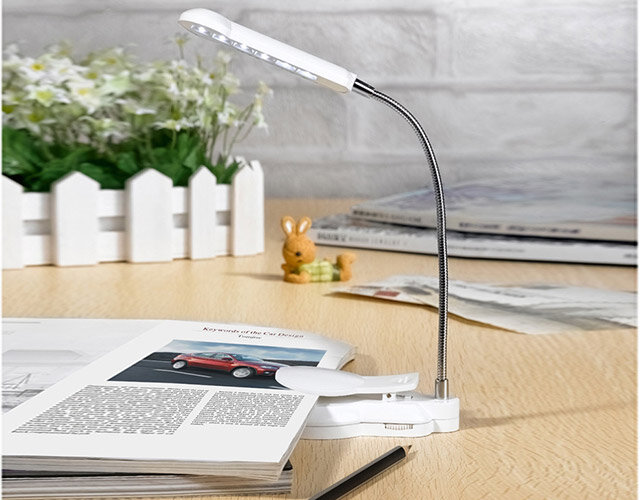 Đèn Led kẹp sách để bàn