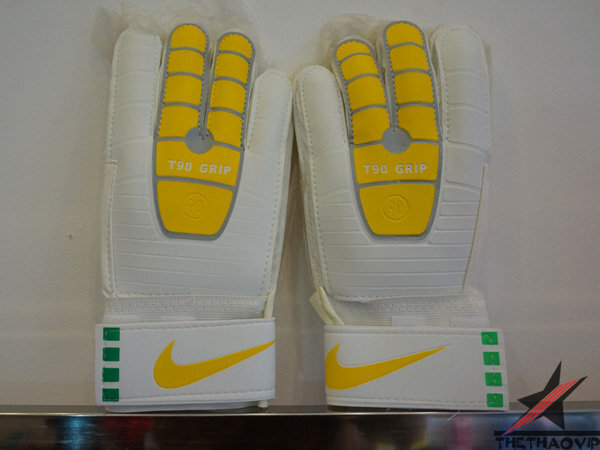Găng tay thủ môn Nike T90 - Grip