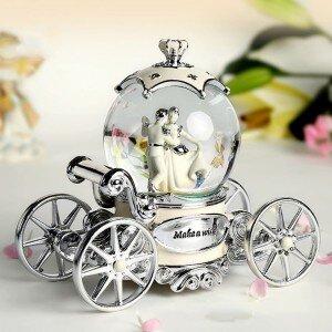 Hộp nhạc quả cầu thủy tinh xe ngựa cô dâu 60341