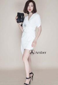 Váy thiết kế trắng cổ vest thanh lịch Amber 260700