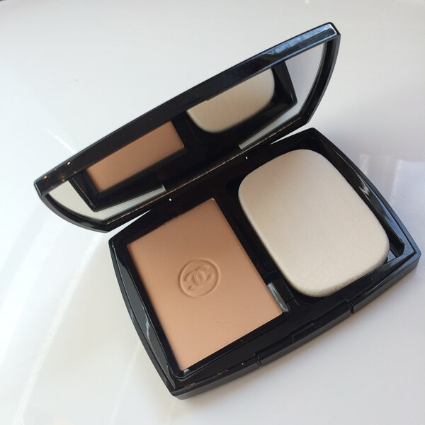 Phấn nền dạng nén Chanel Double Perfection Lumiere SPF15