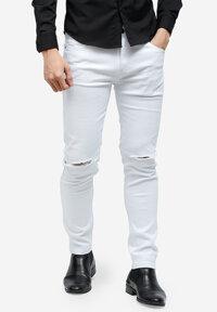 Quần jeans Titishop QJ157