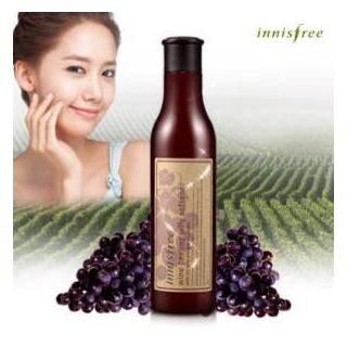 Tẩy da chết Innisfree Wine Peeling Jelly Softener 180ml