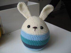 Thỏ trứng phục sinh Bobi Craft WT-073YELL (WT-073BLU/073PINK/073RAIN/073RBR) L - 13cm