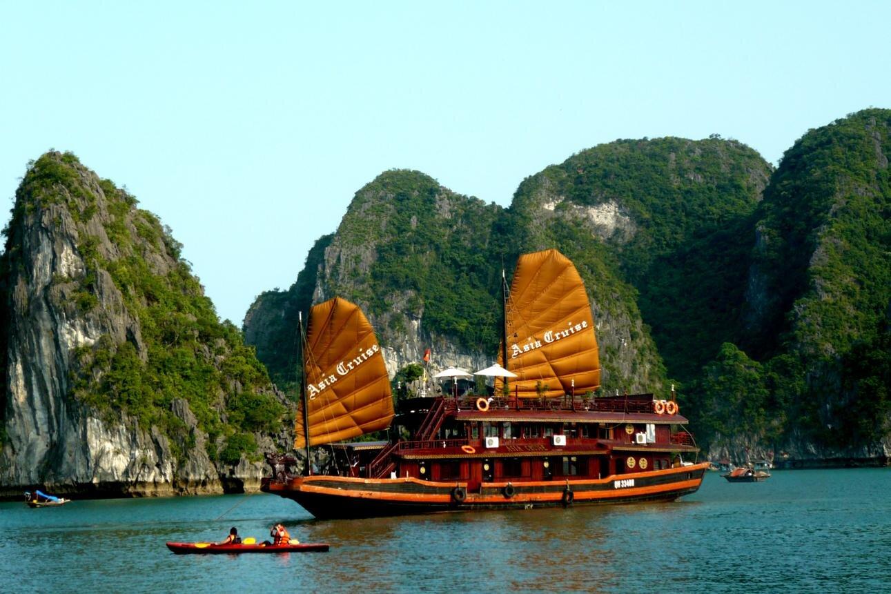 Tour du lịch Hà Nội - Hạ Long - Bái Đính - Tràng An - Sapa