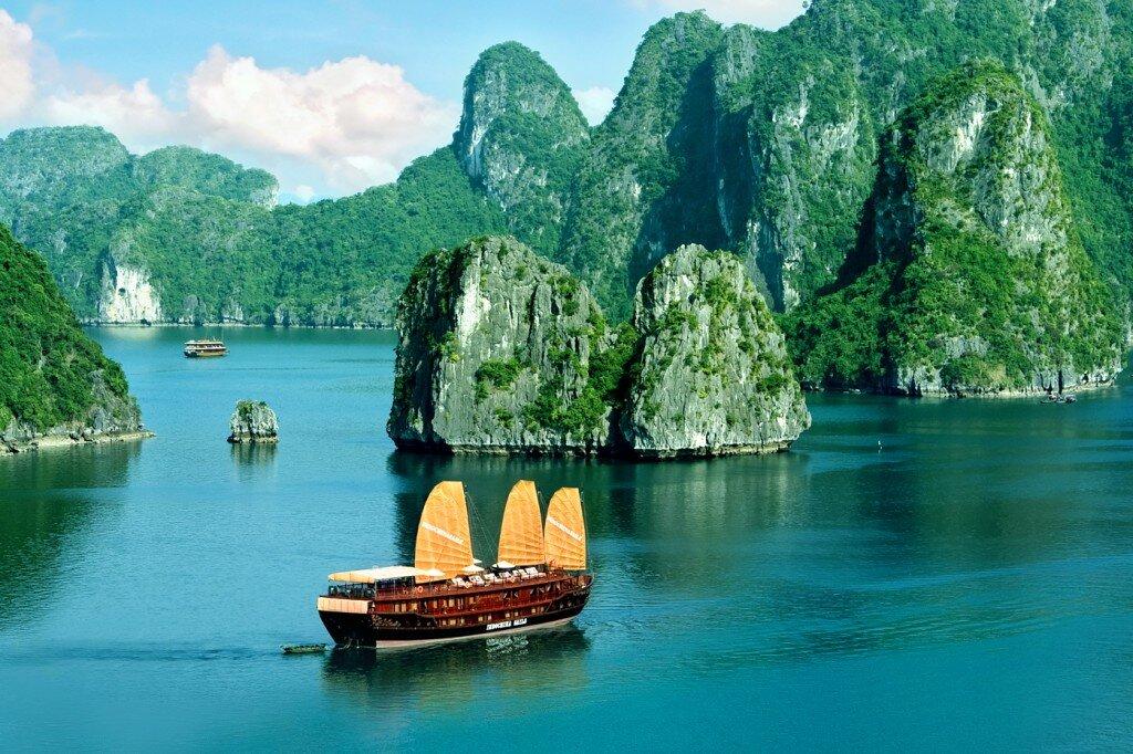 Tour du lịch TP.Hồ Chí Minh - Hà Nội - Hạ Long