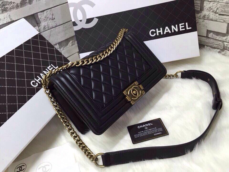 Túi xách Chanel Boy Classic