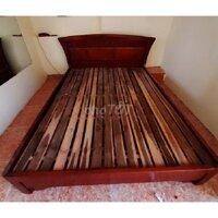 Giường gỗ xoan đào cũ 1m8 thanh lý giá rẻ, mới 90%