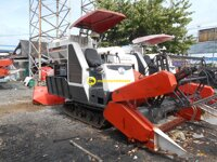 Máy gặt đập liên hợp Kubota DC60 – VN2
